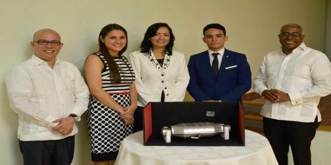 jovenes-criollos-desarrollan-invento-reduce-90-emisiones-contaminantes-en-vehiculos